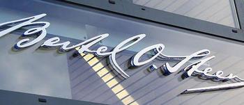 BOS-logo på vegg
