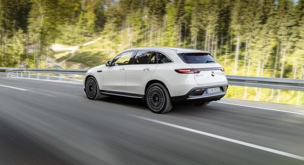 Enkeltmodellen med flest nybilregistreringer fra Bertel O. Steen ble elbilen Mercedes-Benz EQC. Foto: Daimler