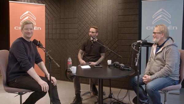 Hvorfor trives Odda spesielt godt trange parkeringshus? Det får du vite i Bertel O. Steens nye podcast «Bak rattet» som nå kan lastes ned.